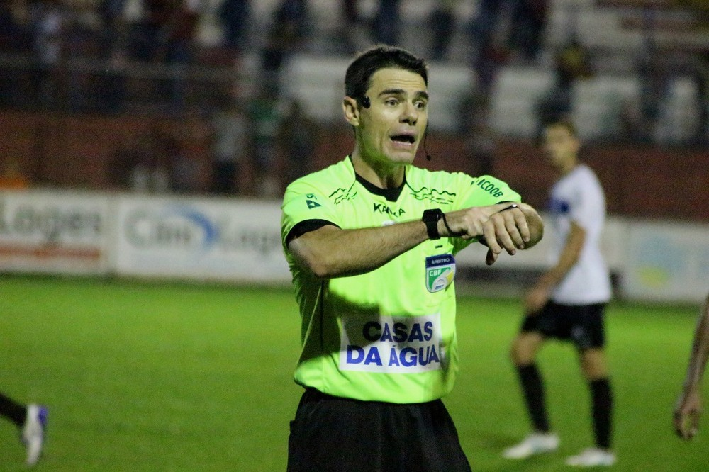 Rodrigo D'Alonso Ferreira será o árbitro do clássico — Foto: Beto Lima/JEC
